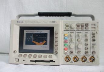 Tektronix TDS3034B オシロスコープ
