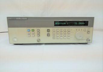 HP 83712B シンセサイズドCW信号発生器 10MHz – 20GHz