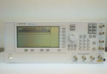 Agilent E8663D/1E1,1EH,509,UNX PSG RFアナログ信号発生器